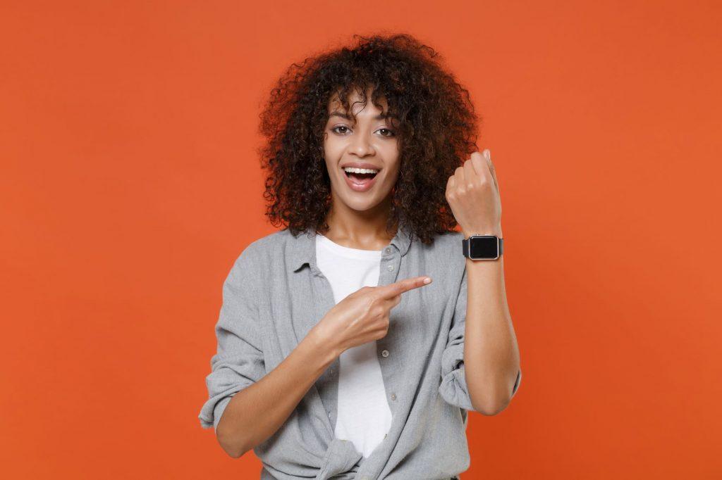 Using a smartwatch as a fashion accessory 2